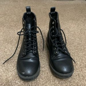 Women's size 6  Divided combat boots